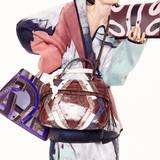 """Trend Kunst! Taschen v. l.: """"Cybill Tote Bag"""" im Art-déco-Look, von Aigner, gepatchte Leder-Tote von Tod's, """"Diorama""""-Bag mit Kettenriemen, von Dior. Multicolor-Filzkostüm von Tim Labenda"""