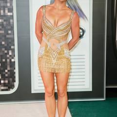 Typisch Britney... zu kurz, zu eng, zu freizügig, zu glitzernd. Das Paillettenkleid von Labourjoisie kommt auf unsere Flop-Liste.