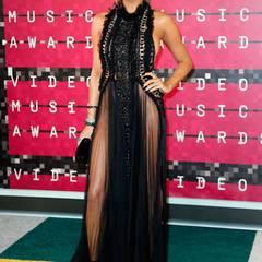 Unterwäsche? Fehlanzeige! Chrissy Teigen bringt mit ihrem sexy Dress die übrigen Gäste der VMAs zum Schwitzen.