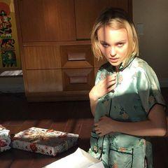 Kleine Lolita: Privat setzt sich Johnny Depps schöne Teenie-Tochter auf ihrem Instagram-Profil mit Vorliebe provokativ in Szene.