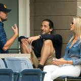 Leonardo DiCaprio nutzt die Zeit für einen Plausch mit Adrien Brody.