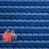 Diese Zuschauer trotzen dem schlechten Wetter.