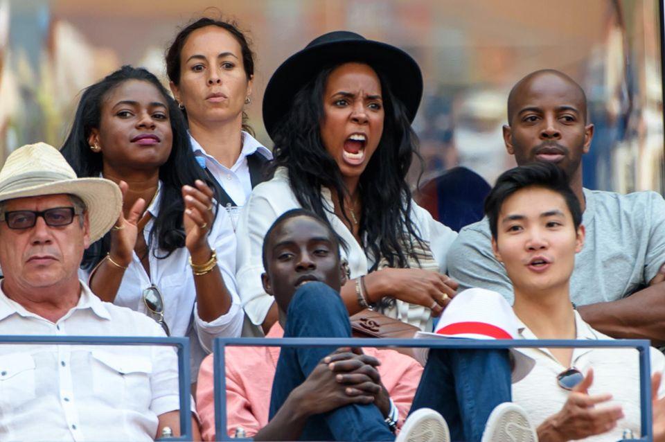 Kelly Rowland ist kaum auf ihrem Sitz zu halten.