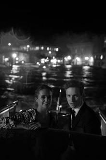 """Eddie Redmayne und Hannah Bagshawe machen sich auf dem Weg zur """"The Danish Girl""""-Filmvorführung."""