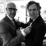 Stanley Tucci und Mark Ruffalo gehen sich scherzhaft an den Kragen.