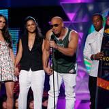 """Vin Diesel sowie seine """"Furious 7""""-Kollegen Jordana Brewster, Michelle Rodriguez und Ludacris freuen sich über den """"Teen Choice Award"""" für den besten Actionfilm."""