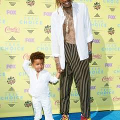 Wiz Khalifa zeigt seinem Sohn Sebastian, wie man sich als Teenidol auf dem roten Teppich verhält.