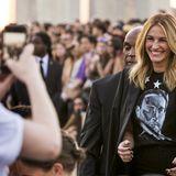 Julia Roberts zeigt sich und ihr weltberühmtes Lächeln bei der Fashion-Show von Givenchy.