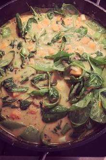 """Tim Mälzer: Cathy Hummels schwärmt von ihrem gesunden selbst gekochten Curry - """"man ist, was man isst."""""""