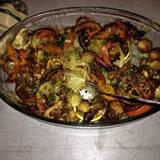 Stars + ihr Essen: Huch, ist da etwas angebrannt? Cathy Hummels kann mit ihren Kochbildern nicht immer begeistern und muss manchmal herbe Kritik von ihren Instagram-Verfolgern einstecken. Hier zu sehen: Geröstetes Gemüse (Rosenkohl, Fenchel und Kürbis) mit Matcha.