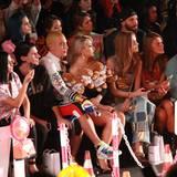 Bei der ungewöhnlichen Fashion-Show von Moschino staunten die Star-Gäste in der Frontrow nicht schlecht. Mit dabei waren u.a. Leigh Lezark, Chiara Ferragni und Anna Dello Russo.