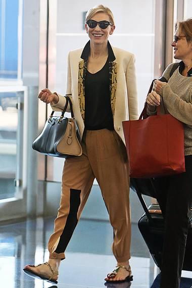 Cate Blanchett legt auf auf Reisen Wert auf elegante, aber bequeme Kleidung.