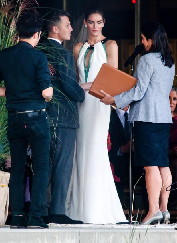 """""""Ja, ich will!"""" Supermodel Hilary Rhoda und Ex-NFL-Star Sean Avery geben sich im privaten Rahmen in den Hamptons das romantische Ja-Wort."""