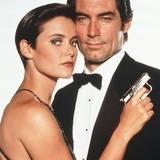 """Carey Lowell spielt 1989 an der Seite von """"James Bond Darsteller"""" Timothy Dalton die Ex-Agentin Pam Bouvier mit typischen Bob-Schnitt der späten 80er Jahre."""