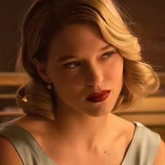 """Zeitlos schön mit weichen, glamourösen Wellen zeigt sich Léa Seydoux im sehnsüchtig erwarteten, neuen James-Bond-Film """"Spectre"""", der am 5. November in die deutschen Kinos kommt."""