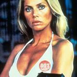 """Bond-Girl Britt Ekland trug ihre hellblonden Haare in """"Der Mann mit dem goldenen Colt"""" mit Mittelscheitel, ganz dem Style der Zeit (1974) entsprechend."""