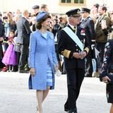 Königin Silvia und König Carl Gustaf begrüßen das Volk, das mit ihrem Prinzen feiern will.