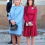 Eva Maria O'Neill und Prinzessin Sofia verlassen nach der Taufzeremmonie die Schlosskirche.