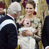 Von Opa König Carl Gustaf bekommt Prinz Nicolas den Seraphinen-Orden. Diesen haben auch Prinzessin Leonore und Prinzessin Estelle bekommen.