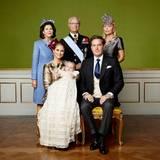 Für dieses Bild haben sich Madeleines Eltern Königin Silvia und Carl Gustaf, sowie Chris Mutter Eva Marie O'Neill mit aufgestellt.