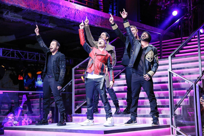 Die Backstreet Boys heizen dem Publikum als Showact so richtig ein.