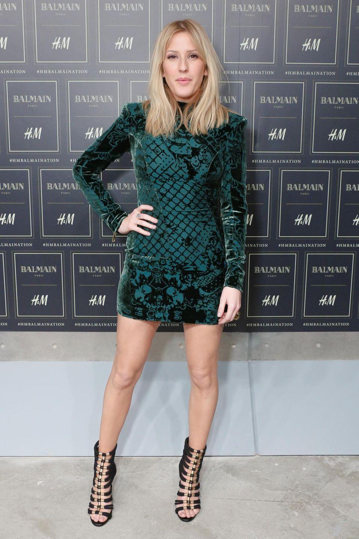 Es gibt auch was in Farbe! Ellie Goulding trägt ein figurbetontes Minikleid in Grün.