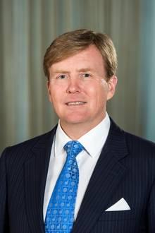 König Willem-Alexander ist als regierender Monarch das Oberhaupt der königlichen Familie.   Er ist der älteste Sohn von Prinzessin Beatrix, der ehemaligen Königin der Niederlande, und ihrem verstorbenen Mann Prinz Claus.