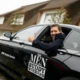 Die Buddies, hier Andreas Türck (pilot), reisen entspannt mit dem luxuriösen BMW-Shuttle an.