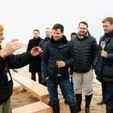 Lewin Berner (Sioux), Jens Rempp (Omega) und Christian Witt (E. Breuninger) sind begeistert, wie gut Austern und der Champagner von Krug zueinander passen.