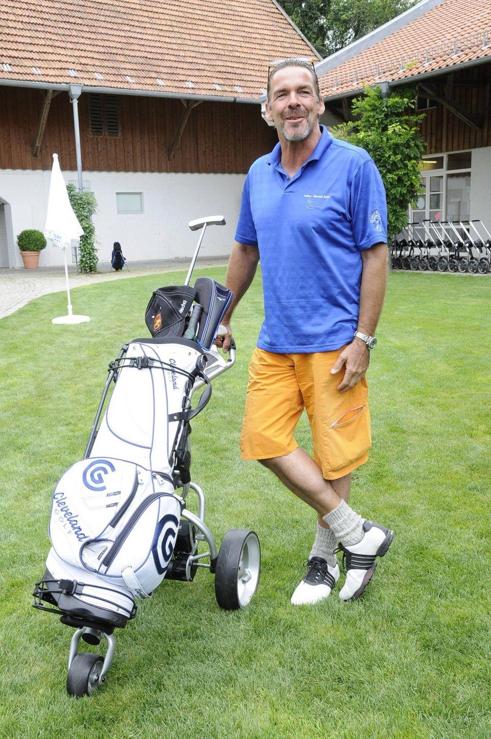 Statt auf TV-Visite sieht man Sascha Hehn jahrelang eher auf dem Golfplatz, wo er gekonnt zum Putter greift und das auch für den guten Zweck.