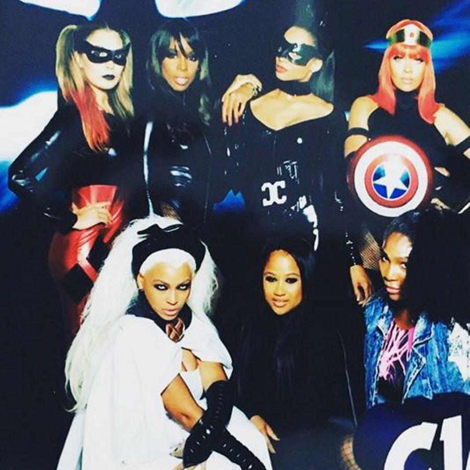 """Girl Power! Kelly Rowland (oben, 2.v.l) im Latex-Kleid, Beyonce (unten links) als """"X-Men Superheldin Storm"""" und Serena Willams (unten rechts) im Denim-Kostüm."""