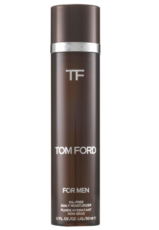 """Designer Tom Ford geht auf viele Wünsche der Männer ein – auch was Sknicare betrifft. Bestes Beispiel: der """"Oil-Free Daily Moisturizer"""". Er zieht dank der ölfreien Formulierung besonders schnell ein, mattiert die Haut und versorgt sie gleichzeitig mit Feuchtigkeit. 50 ml, ca. 90 Euro"""