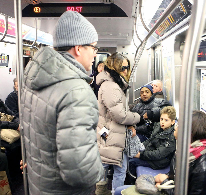 25. März 2013: Matthew Broderick, Sarah Jessica Parker und Sohn James Wilkie fahren in New York mit der Bahn.