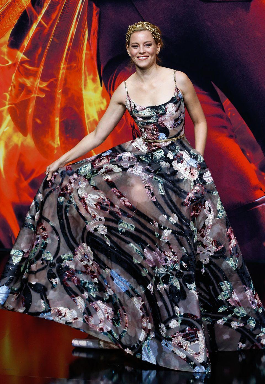 Auch Elizabeth Banks musste aufpassen, nicht auf den Saum ihrer wunderschönen Blütenrobe von Elie Saab Couture zu treten.