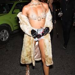 Das australische Model Shanina Shaik zeigt viel Haut.
