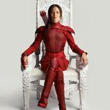"""8. Juli 2015: Fans aufgepasst! Es gibt ein neues Bild von Jennifer Lawrence in """"The Hunger Games: Mockingjay"""". Ende des Jahres startet der Film in den Kinos."""