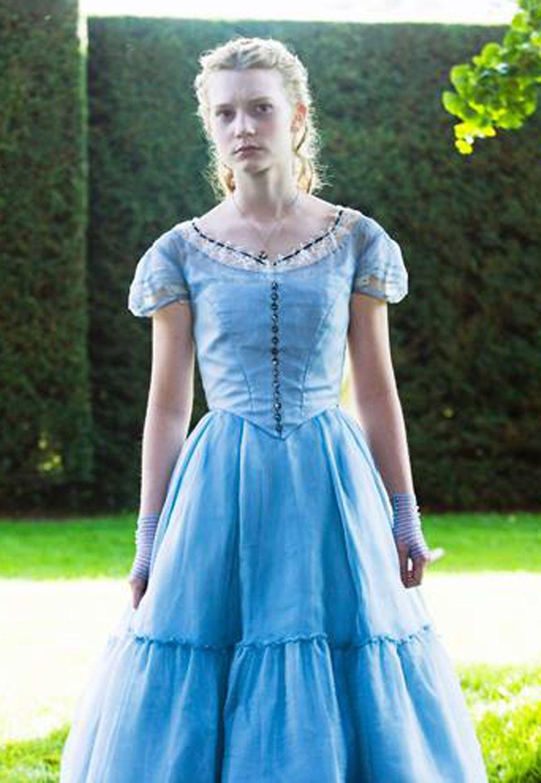 Mia Wasikowska spielte 2010 das Mädchen Alice, das von einem eleganten Fest durch die Kaninchenhöhle ins Wunderland gelangt.