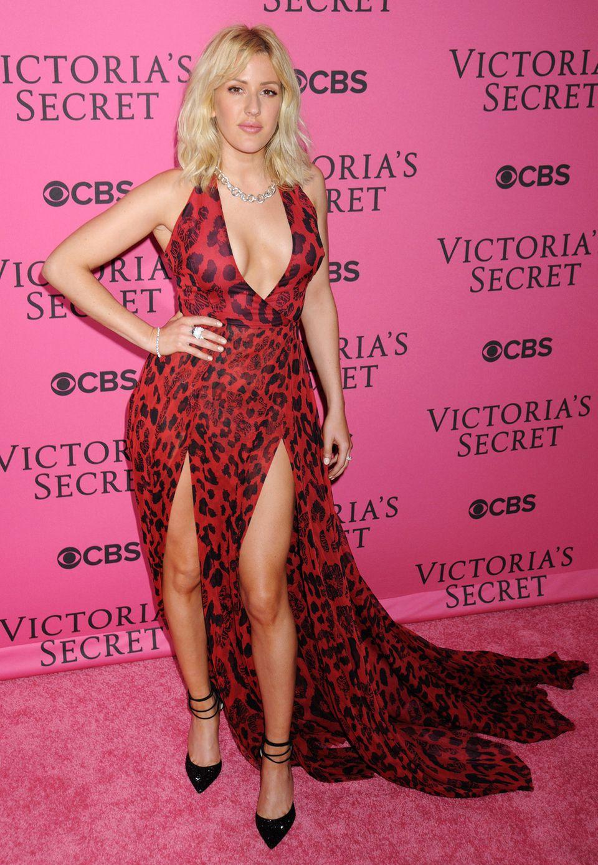 Ellie Goulding reißt uns mit ihrem sexy Leo-Print-Kleid nicht wirklich vom Hocker.