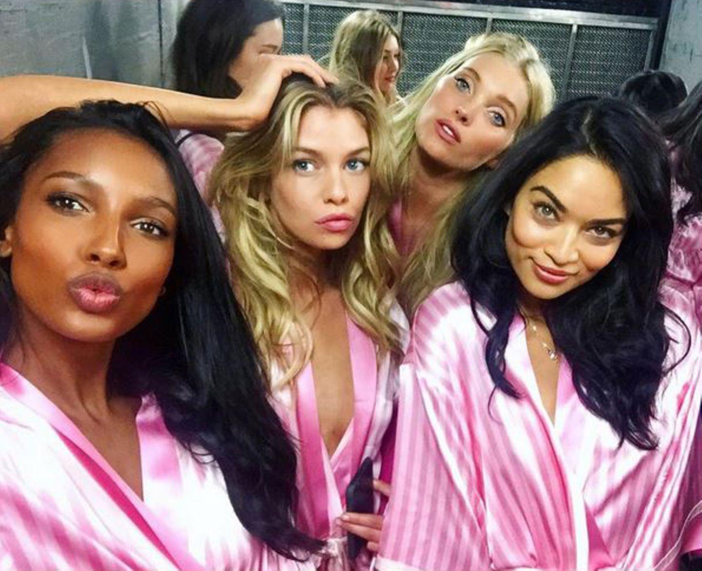 Duckface, verführerische Blicke, Knutschmund: Bei ihrem Selfie setzen Jasmine Tookes, Stella Maxwell, Elsa Hosk und Shanina Shaik auf die volle Ladung Sex-Appeal.