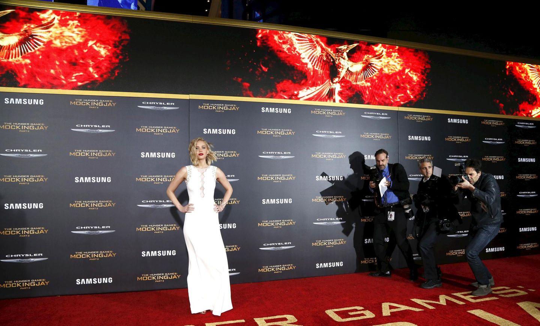 """Mockingjay"" feiert Premiere in Los Angeles. Jennifer Lawrence erscheint auf dem roten Teppich."