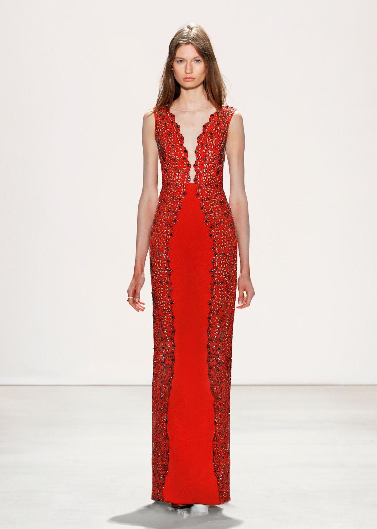 Jenny Packham F/S 2016: Dieses Kleid zaubert Kurven und würde Catherines schmaler Linie sicherlich schmeicheln.