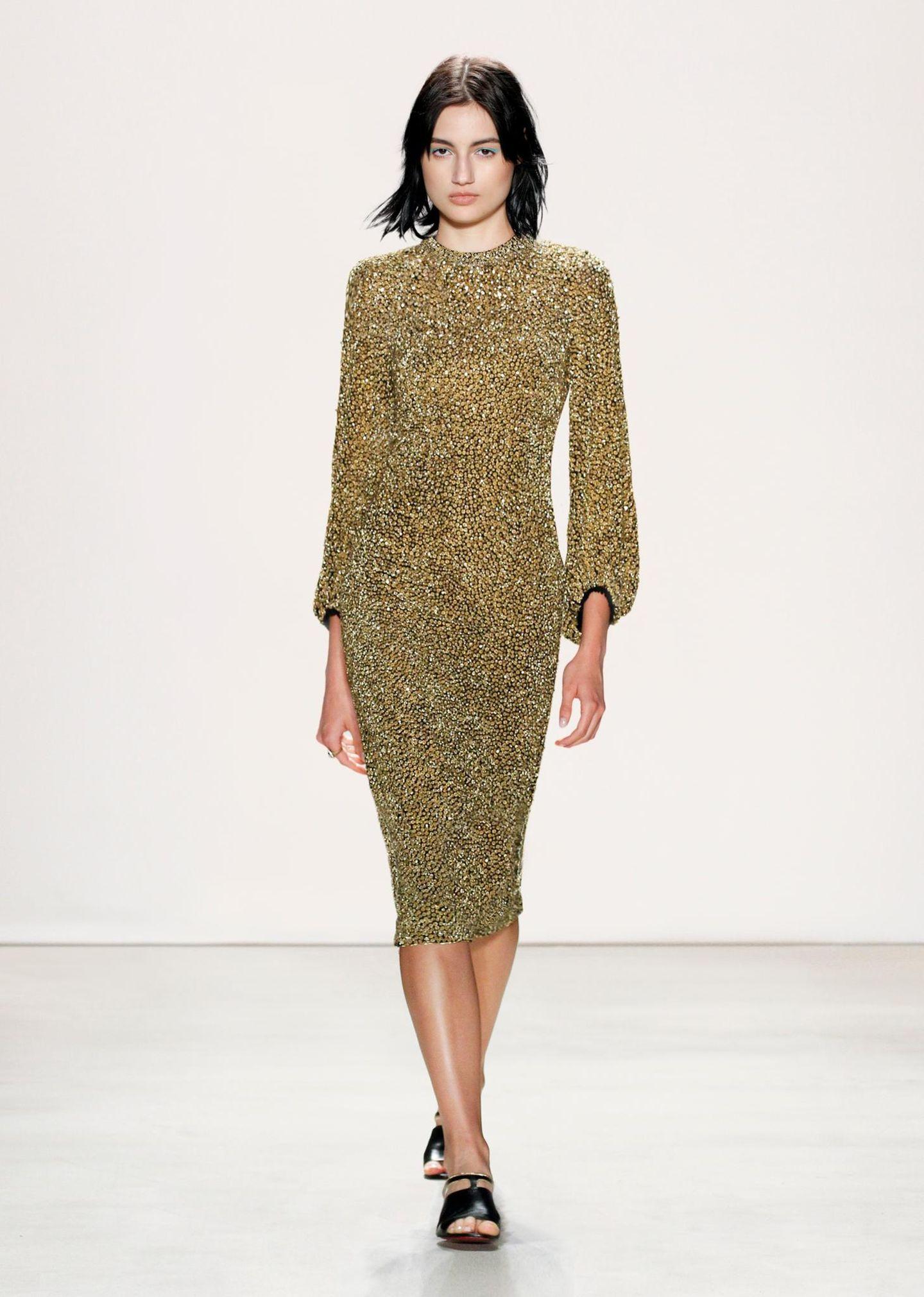 Jenny Packham F/S 2016: Cocktailparty im Buckingham Palace? Mit diesem goldfarbenen Kleid wäre Kate der Star des Abends.