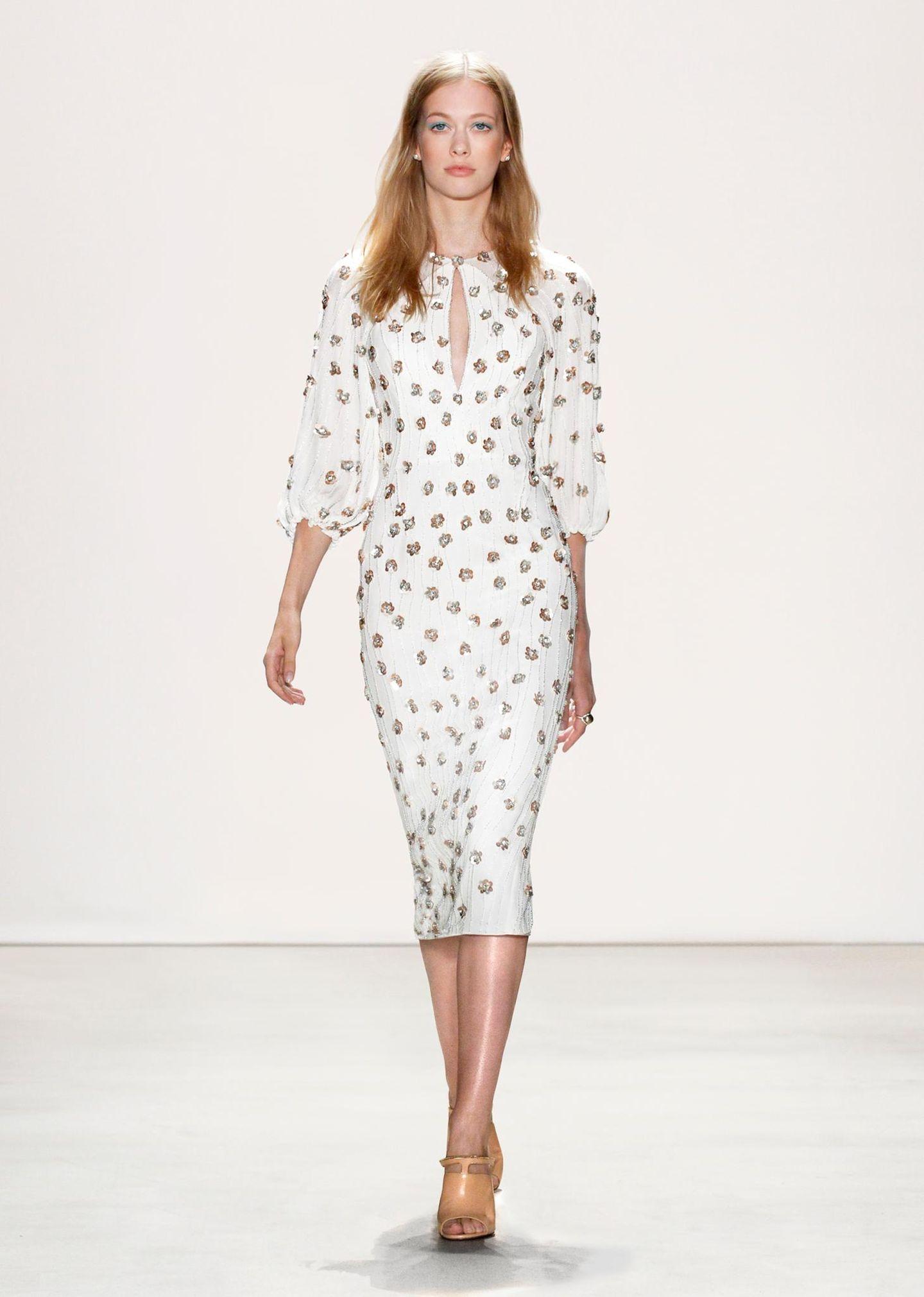 Jenny Packham F/S 2016: Ein weiterer Favorit für Catherine ist dieses weiße Kleid mit ballonartigen Ärmeln.