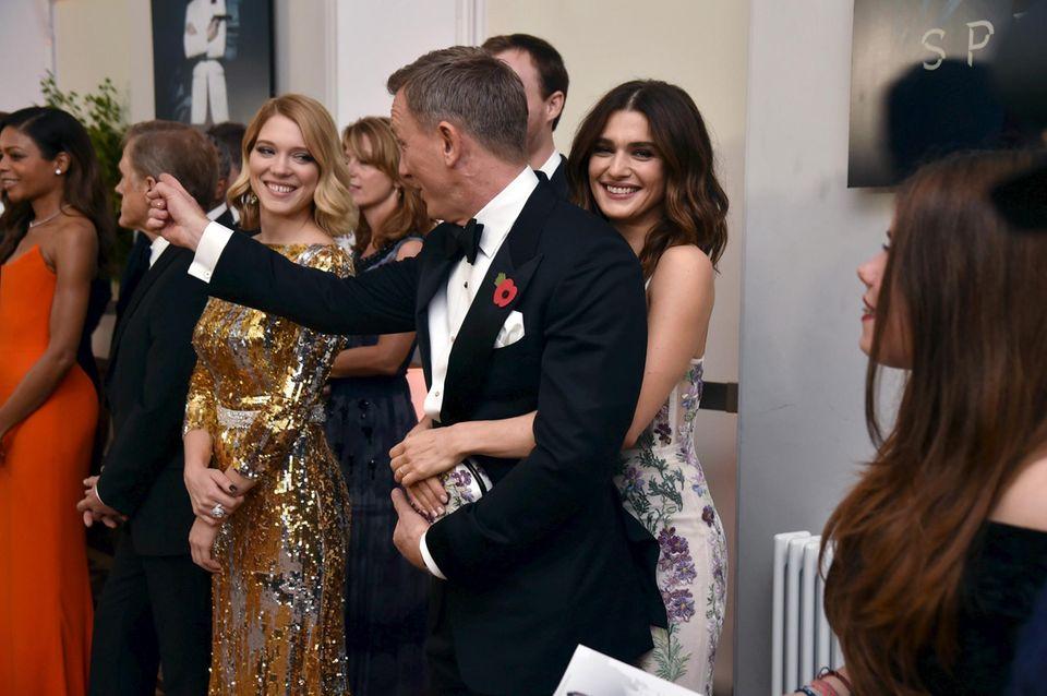 """Rachel Weisz hat ihren """"James Bond"""" fest im Griff."""