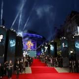 """Die Weltpremiere von """"Spectre"""" findet vor atemberaubender Kulisse in der Royal Albert Hall in London statt."""