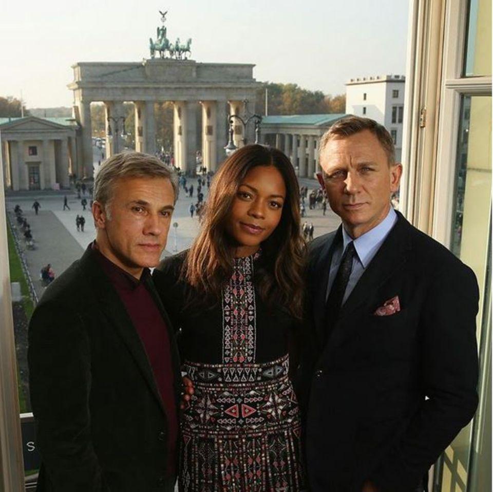 Die 007-Stars Daniel Craig, Naomie Harris und Christoph Waltz sind in der Hauptstadt angekommen.