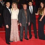 Milliardär Mohamed Al-Fayed kommt mit Mitgliedern seiner Familie ins Kino.
