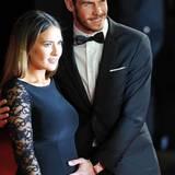 Real-Madrid-Spieler Gareth Bale päsentiert den Babybauch seiner Freundin Emma Whys-Jones.