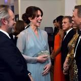 """Herzogin Catherine begrüßt """"James Bond""""-Darsteller Daniel Craig vor der Premiere persönlich."""