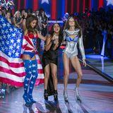 Selena Gomez fühlt sich unter den Models offenbar wohl.